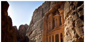 14 sziklába vájt sír és templom
