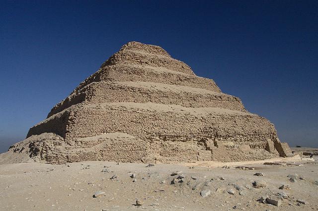 Dzsószer lépcsős piramisa